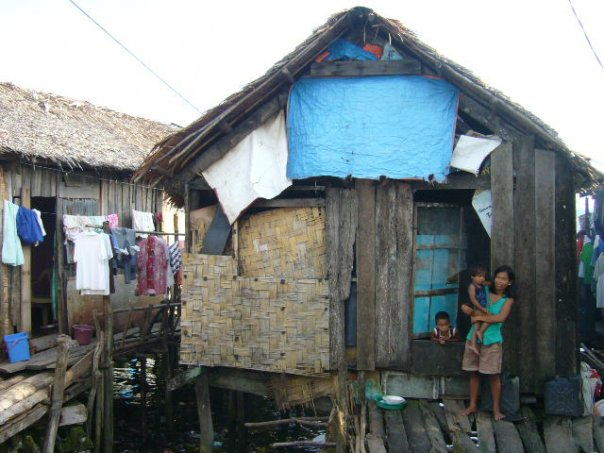 Family in Guiuan, Samar, The Philippines, photo by Karlijn Morsink
